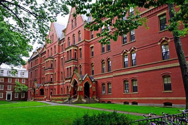 Trường Đại học Harvard sẽ là một trong những điểm đến tuyệt vời của học sinh trong Trại hè VinCamp tại Boston, Hoa Kỳ