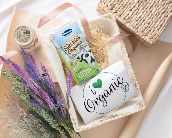Vinamilk là công ty sữa đầu tiên tại Việt Nam cho ra đời sản phẩm Sữa tươi Vinamilk Organic cao cấp theo tiêu chuẩn organic USDA Hoa Kỳ.