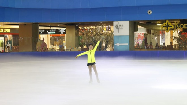 Điều khiến Khánh Linh yêu thích và gắn bó với trượt băng nghệ thuật là bởi môn thể thao này giúp em có ngoại hình đẹp, nâng cao khả năng dancesport, cảm thụ âm nhạc
