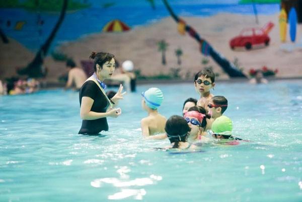 Bí quyết dạy bơi từ huấn luyện viên Vinhomes Summer Camp 2016 ảnh 2