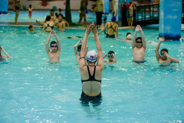 Bí quyết dạy bơi từ huấn luyện viên Vinhomes Summer Camp 2016 ảnh 1