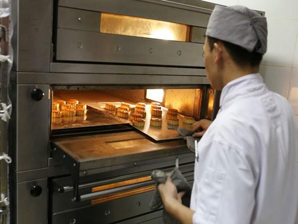 Từng chiếc bánh chứa đựng lòng yêu nghề, sự nhiệt huyết của đội ngũ bếp bánh Almaz