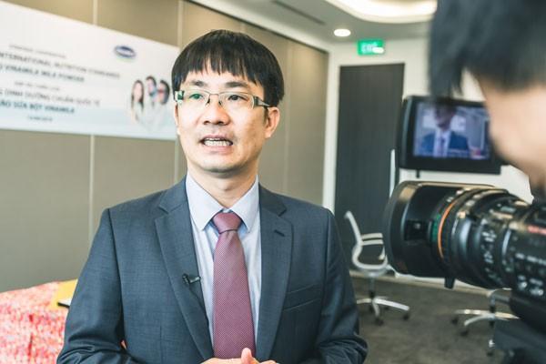 Ông Phan Minh Tiên, GĐĐH Vinamilk phát biểu tại lễ ký kết hợp tác chiến lược với DSM – Thụy Sĩ