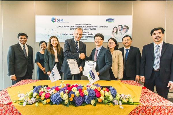 Công ty cổ phần Sữa Việt Nam ký kết hợp tác chiến lược với Tập đoàn DSM - Thụy Sĩ