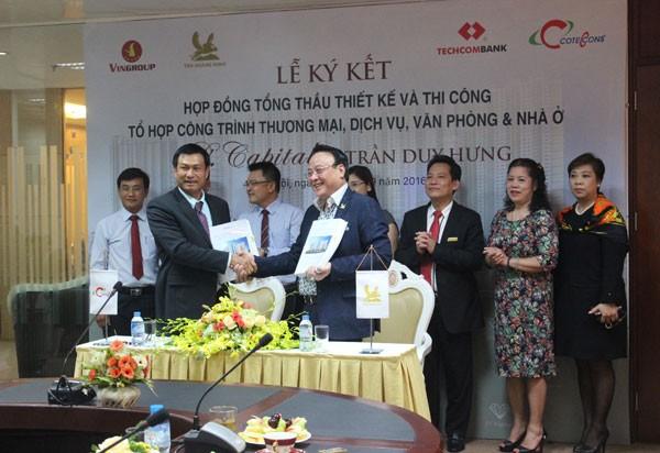 Ông Đỗ Anh Dũng – CT-TGĐ Tập đoàn Tân Hoàng Minh và ông Nguyễn Bá Dương – TGĐ Coteccons ký kết hợp đồng