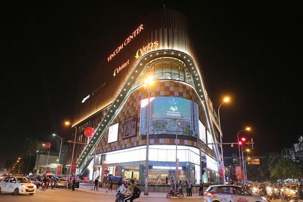 Vincom Center Phạm Ngọc Thạch lung linh khi về đêm