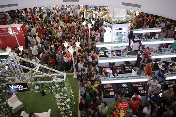 Hàng ngàn khách tham dự lễ khai trương