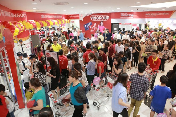 Đông đảo khách mua sắm tại đại siêu thị Vinmart