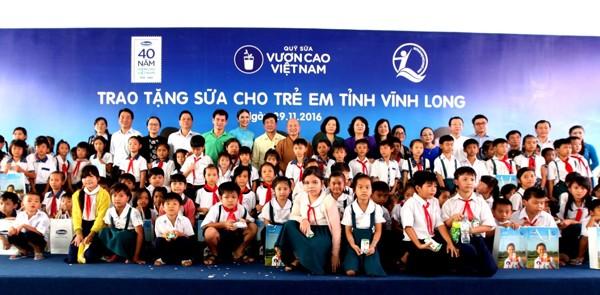 Từ năm 2008 đến nay, trải qua 9 năm hành trình Quỹ sữa vươn cao Việt Nam, Vinamilk đã đem đến cho hơn 373 ngàn trẻ em khó khăn tại Việt Nam gần 30 triệu ly sữa, tương đương 120 tỷ đồng