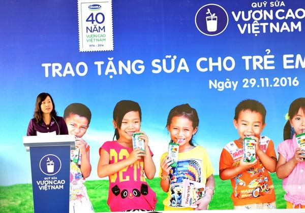 Bà Đào Hồng Lan, Thứ trưởng Bộ Lao động, Thương bình và Xã hội chia sẻ về ý nghĩa nhân văn của chương trình Quỹ sữa vươn cao Việt Nam