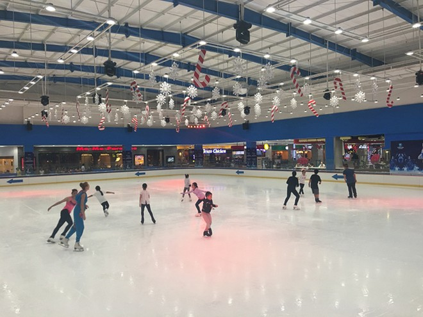 Sân băng Vincom Ice Rink Thảo Điền là điểm hẹn yêu thích của cả người chơi chuyên nghiệp và nghiệp dư.