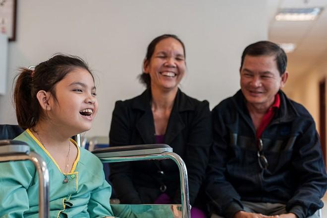 Nụ cười rạng rỡ của Thanh Tuyền trước khi được các bác sỹ cho ra viện sau đợt điều trị ghép tế bào gốc lần 3