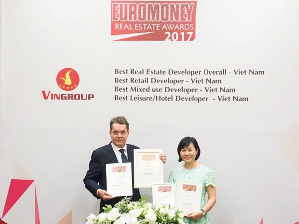 Bà Dương Mai Hoa, Tổng giám đốc Tập đoàn Vingroup nhận giải thưởng do tạp chí Euromoney trao tặng