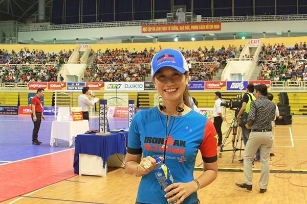 VĐV môn chạy bền Ultra-marathon - Vũ Phương Thanh (Thanh Vũ), trong vai trò là đại sứ thương hiệu nhãn hàng Number 1 thuộc Tập đoàn Tân Hiệp Phát, cũng đã đến tham dự khai mạc và cổ vũ cho các cầu thủ thi đấu