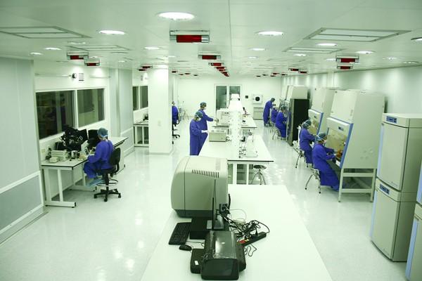 Vinmec trở thành hệ thống y tế đầu tiên tại Việt Nam đầu tư mạnh mẽ và chuyên sâu cho nghiên cứu và ứng dụng tế bào gốc - công nghệ gen với đầy đủ các thiết bị và công nghệ hiện đại