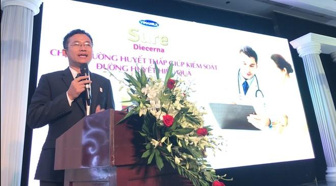BS Mai Thanh Việt – Giám đốc ngành hàng sữa Bột Vinamilk giới thiệu sản phẩm dinh dưỡng cho bệnh nhân đái tháo đường