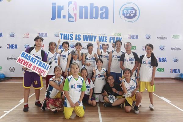 Chương trình Jr.NBA do Dutch Lady (nhãn hàng của FrieslandCampina Việt Nam) tổ chức nhằm hỗ trợ phát triển bóng rổ nước nhà, khuyến khích vui chơi thể thao ở trẻ.
