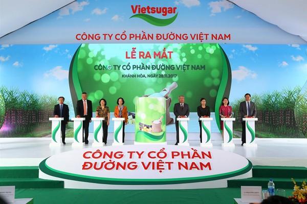 Các khách mời thực hiện nghi lễ ra mắt logo Công ty cổ phần đường Việt Nam