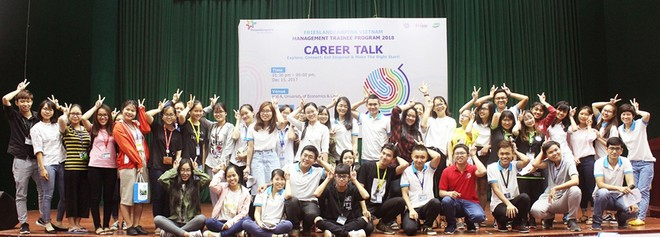 Sinh viên tại các trường đại học lớn của Việt Nam hào hứng tham dự các buổi tư vấn nghề nghiệp và nghe giới thiệu về chương trình Quản trị viên tập sự do FrieslandCampina Việt Nam tổ chức