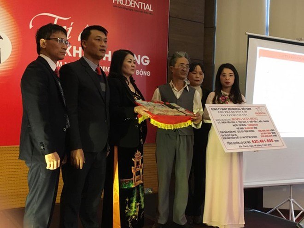 Lễ chi trả quyền lợi cho khách hàng Dương Xuân Hùng tại Bắc Giang