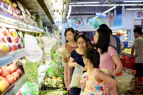 VinMart Landmark 81 cung cấp hàng chục nghìn mặt hàng chất lượng, trong đó có nguồn rau-củ-quả sạch từ nông sản VinEco
