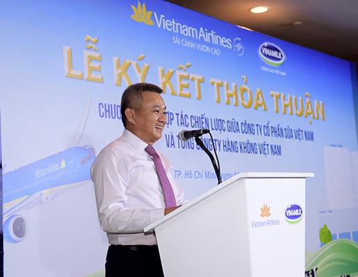 Ông Dương Trí Thành – Thành viên HĐQT, Tổng giám đốc Vietnam Airlines phát biểu tại buổi lễ ký kết. (Ảnh: Lý Võ Phú Hưng)