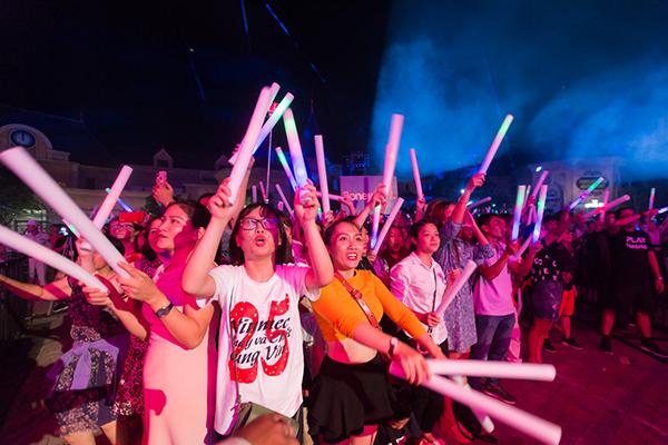 Đêm độc diễn của Boney M thu hút khán giả nhiều thế hệ.