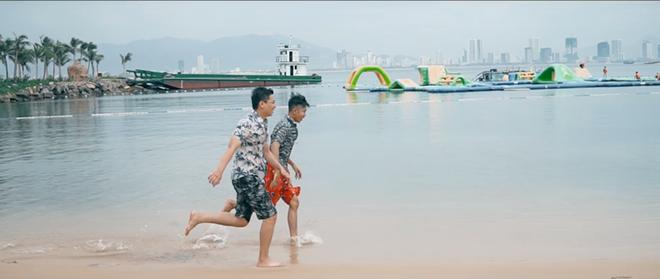 Clip đoạt giải nhì với một giai điệu rất vui tươi trẻ trung chính là: Niềm vui trọn vẹn của bạn trẻ Nguyễn Vũ Hoàng (Travel Feet)