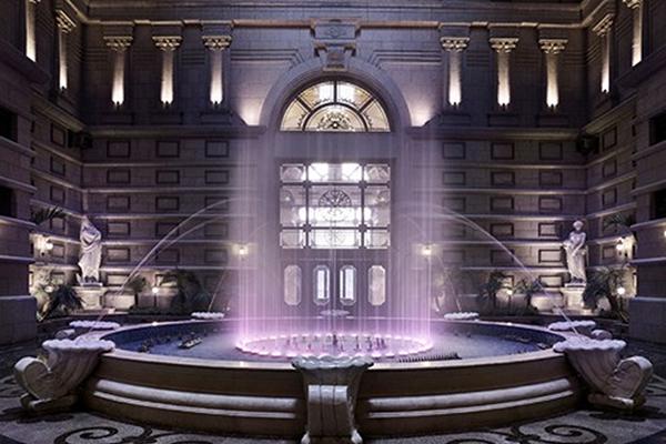 Giếng trời, hệ thống tượng và sảnh nhạc nước là một không gian ấn tượng ghi dấu sự kỳ công của những người kiến tạo.