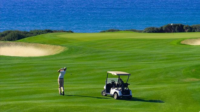 Sân golf 36 hố dạng links hướng biển, nơi đã diễn ra nhiều giải golf quy mô lớn