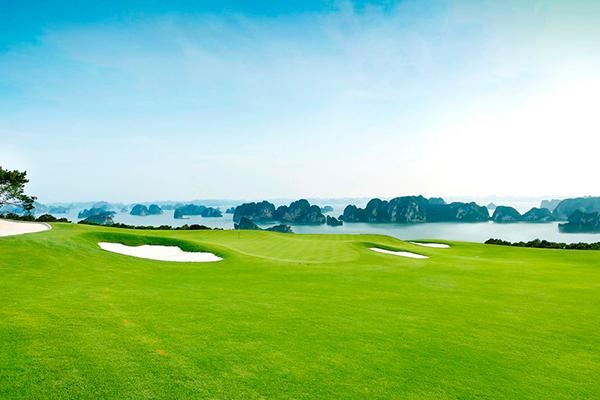 FLC Halong Golf Club có tầm nhìn thu trọn vịnh Hạ Long kỳ vĩ