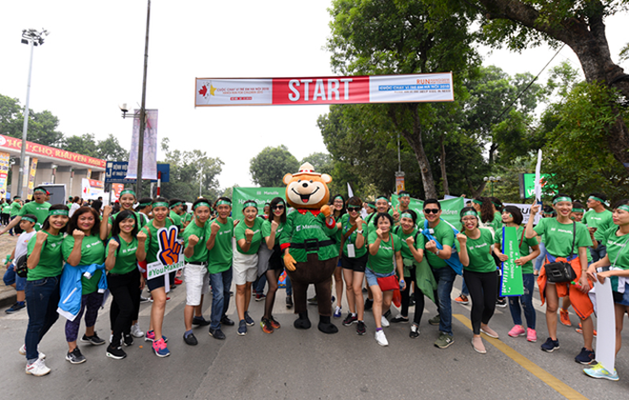 Gần 500 nhân viên và đại lý Manulife Việt Nam hào hứng tham gia buổi chạy bộ từ thiện ngày 2/12 tại Hà Nội