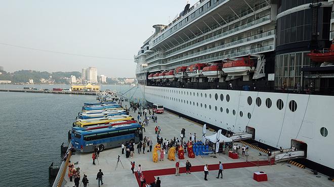 Cảng hành khách quốc tế Hạ Long đón chuyến tàu 5 sao đầu tiên vào ngày 27/11/2018