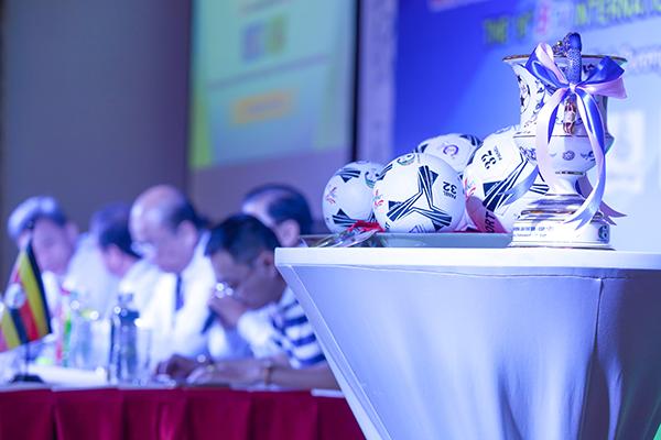 Cúp Number 1 và quả bóng sẽ được đưa vào thi đấu ở Giải Bóng đá quốc tế truyền hình Bình Dương – Cúp Number 1 lần thứ 19 năm nay
