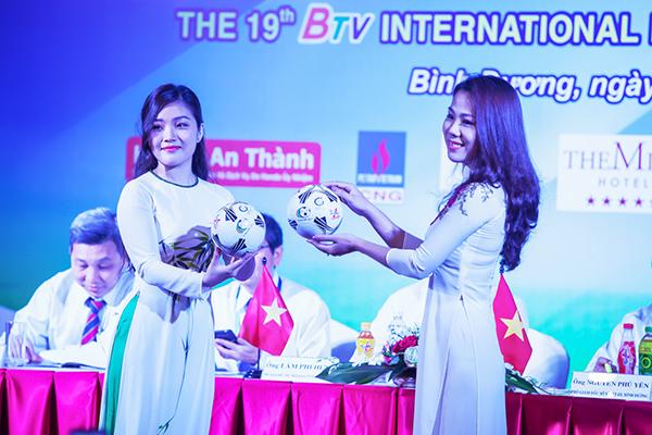 Quả bóng lưu niệm Number 1 của giải đấu sẽ được phát tặng cho các khán giả đến sân cổ vũ giải đấu năm nay