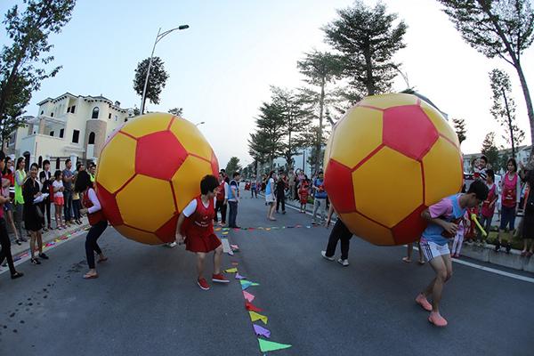 Những hoạt động team building mang đến niềm vui và kết nối cư dân.