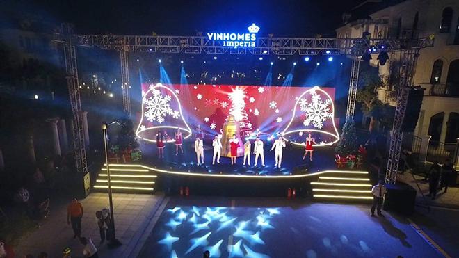 Các tiết mục văn nghệ đặc sắc về chủ đề Noel do Cư dân Vinhomes Imperia và các nghệ sỹ khách mời biểu diễn.