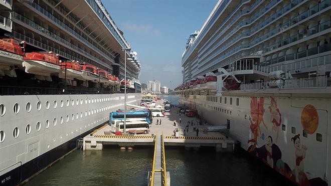 """Du thuyền """"siêu sang"""" sức chứa hơn 5.000 người cập Cảng tàu khách du lịch quốc tế Hạ Long ảnh 3"""