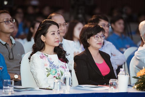 Bà Trần Uyên Phương, Phó Tổng Giám đốc Tập đoàn Tân Hiệp Phát tại lễ trao giải thưởng Quả Cầu Vàng.