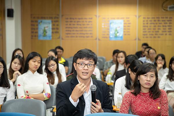 TS. Đinh Minh Quang, SN 1983 (Trưởng phòng thí nghiệm Động vật học, Khoa Sư phạm, ĐH Cần Thơ) giao lưu tại Tập đoàn Tân Hiệp Phát.