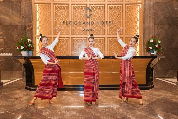 Được đầu tư kỹ lưỡng với những chương trình nghệ thuật và hoạt động giải trí đặc sắc, Lễ hội văn hóa Lào vào tối ngày 29/12 có sự góp mặt của nhiều nghệ sĩ chuyên nghiệp đến từ các đoàn biểu diễn trong nước.