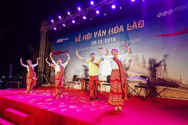 """Đây là sân chơi giao lưu, thắt chặt tình đoàn kết giữa Việt Nam và nước Lào anh em, đồng thời là điểm hẹn lý tưởng cho những du khách thích tìm hiểu về các nền văn hóa nước bạn. Tại đây, du khách được hòa mình trong một không gian văn hoá đậm chất Lào với những bộ trang phục dân tộc đẹp mắt, những bài hát đặc trưng và các điệu múa truyền thống uyển chuyển, duyên dáng của """"đất nước Triệu Voi""""."""