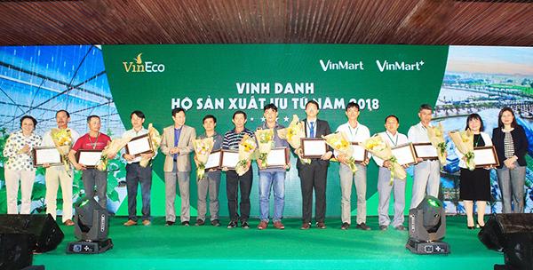 11 hộ sản xuất ưu tú liên kết với VinEco được vinh danh tại Hội nghị tổng kết năm 2018