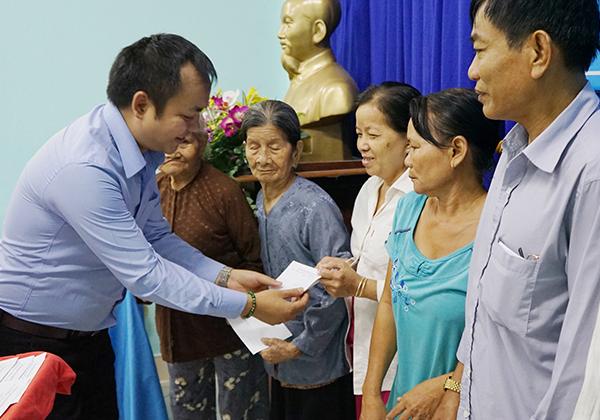Tân Hiệp Phát tặng quà Tết cho các gia đình chính sách tại Bình Dương ảnh 2