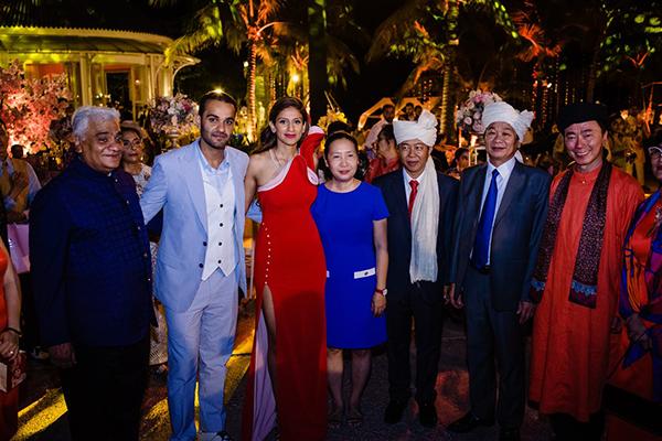 Đại sứ Phạm Sanh Châu (ngoài cùng bên phải) tại đám cưới cặp tỷ phú Ấn Độ