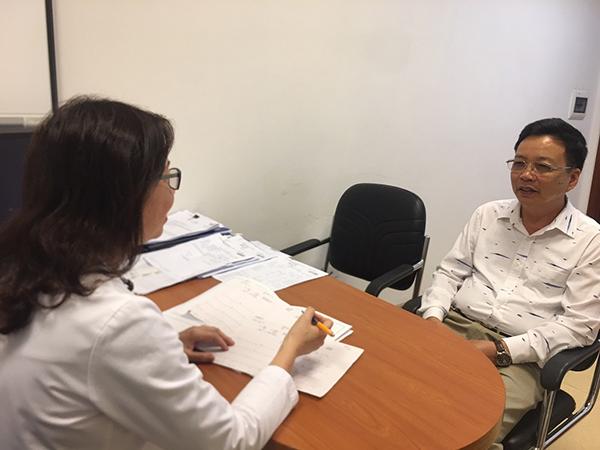 Ông Lâm Văn Thuyên (62 tuổi, ở quận Hai Bà Trưng, Hà Nội) không thấy dấu hiệu bệnh tái phát, sức khỏe ổn định khi phẫu thuật và hóa trị ung thư đại trực tràng kết hợp với liệu pháp nâng cao hệ miễn dịch tự thân.
