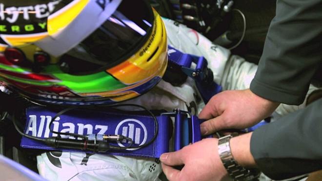 Dây an toàn với công nghệ HANS là một trong những tấm bùa hộ mệnh của các tay đua F1