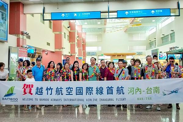 Song song với kế hoạch kết nối trục bay quốc tế, Bamboo Airways đang đẩy mạnh kế hoạch hoàn thiện đội bay. Vào ngày 26/04 vừa qua, tại Cảng hàng không Quốc tế Nội Bài, Bamboo Airways đã chào đón máy bay Airbus A321neo tiếp theo gia nhập đội tàu.