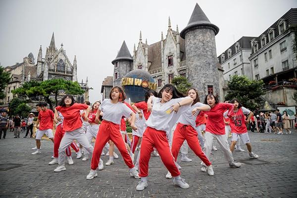 """""""Mục sở thị"""" nơi tranh tài đẹp như tranh vẽ của Top 16 Flashmob - """"Sóng tuổi trẻ"""""""