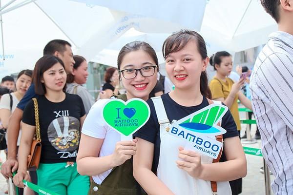 """Giữa mùa cao điểm du lịch hè, khi mọi chi chí du lịch đều leo thang, loạt vé ưu đãi của Bamboo Airways như giải tỏa """"cơn khát"""", hứa hẹn những hành trình đáng nhớ bên người thân và gia đình."""